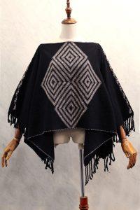 Capa Mariposa en telar de cintura negra con bordado a mano