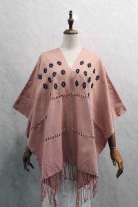 Capa Mariposa en telar de cintura rosa con bordados