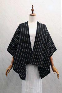 Kimono largo en telar de cintura negro con hilos dorados