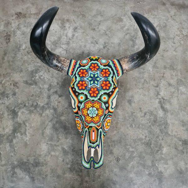 Cabeza de vaca decorada multicolor