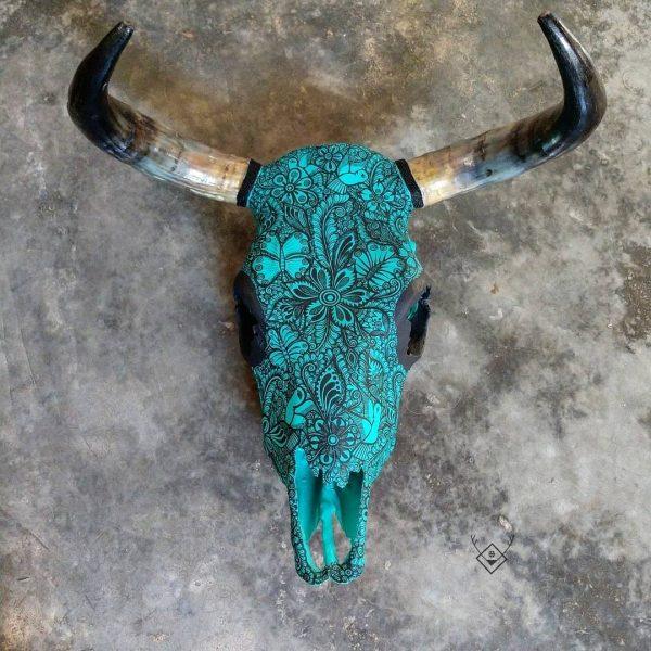 Cabeza de vaca pintada verde
